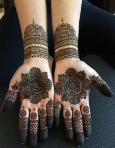 Top 5 Mehndi Designs for Bride's Bestfriend - Share with